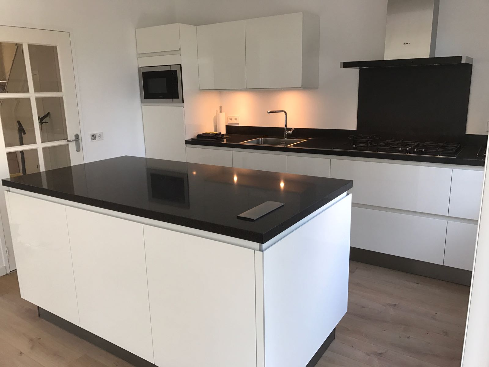 Hoogglans Wit Keuken : Greeploos hoogglans wit gelakte keuken your new kitchen