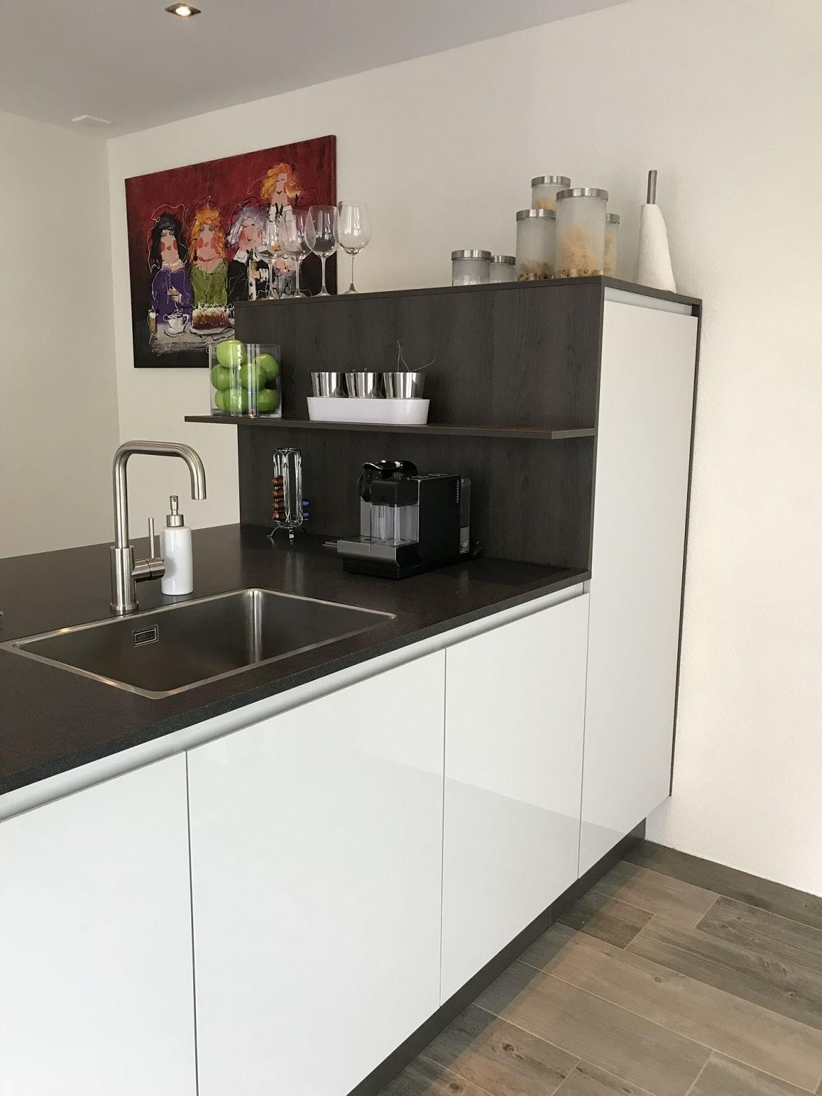 Alle Grey Modern Bedroom Set: Schiereiland Keuken In Misty Grey